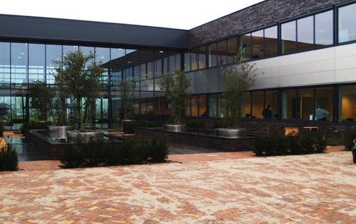 Bedrijfsruimte te Houten, nieuwbouw, binnentuin / entree
